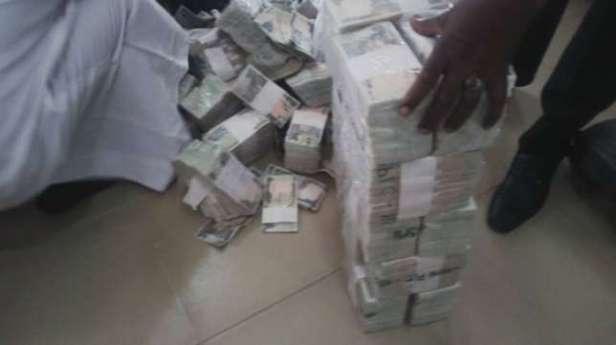 money-recovered-at-kaduna-airport6