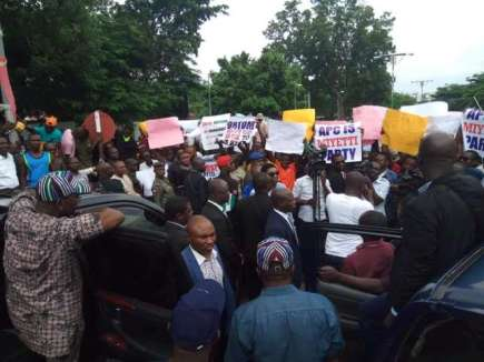 Benue-State-governor-Samuel-Ortom-prevented-from-leaving-the-Government-House