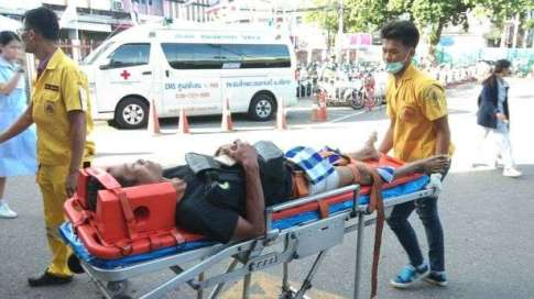 The-victim-relaxes-on-a-stretcher-while-medics-transported-him-to-a-vehicle