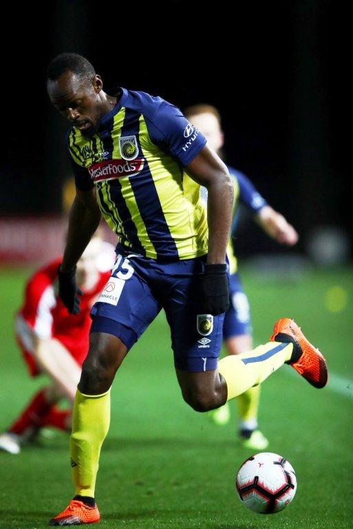 Usain-Bolt-Football-Debut-3